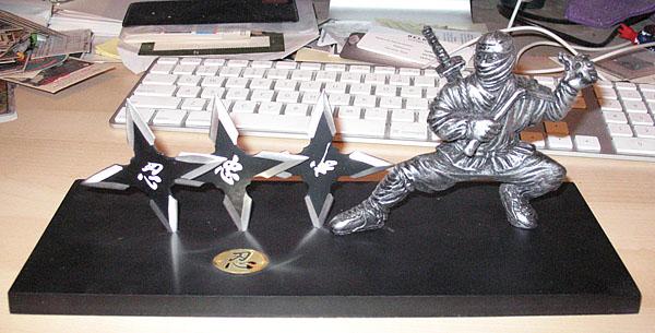 shuriken statue1